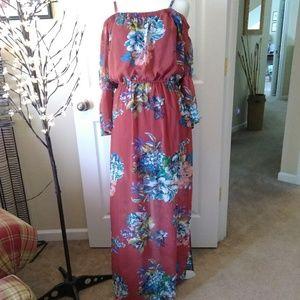 AS U WISH off-shoulder floral maxi dress
